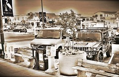 crowded downtown bethany beach, de (delmarvausa) Tags: bbde bethanybeach delaware sussexcounty bethanybeachdelaware delmarva coastaldelmarva bb bethanybeachde smalltown townsofdelmarva southerndelawaware beachtown monochrome downtownbethanybeach mainstreet sepia