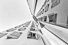 Fensterparade (tan.ja1212) Tags: medienhafen düsseldorf deutschland fassade fenster bürogebäude gebäude haus himmel spiegelung reflection windows front building