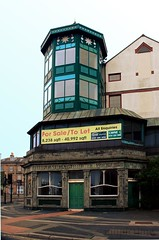 An Extension too far? (innpictime ζ♠♠ρﭐḉ†ﭐᶬ₹ Ȝ͏۞°ʖ) Tags: 533950723013060 birkenhead pierhotel birkenheadbrewery pub bar hotel closed closedbrewery tiles signage windows ornamentation canningstreet hughwilliams wirral merseyside panel door doorway entrance green frontage shut building architecture woodside forsale banner lantern viewing tower glazed conservatory extension superstructure gallery