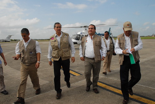 El gobernador Javier Duarte de Ochoa realizó Sobrevuelo por zonas afectadas por derrame de petróleo en el Río Coatzacoalcos.
