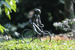 Statue (Vinchel) Tags: singapore botanic gardens outdoor people canon 1dx 200mm f2