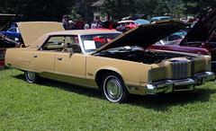 1978 Chrysler New Yorker Brougham four-door HT sedan (vetaturfumare - thanks for 3 MILLION views!!!) Tags: roof brown ny hardtop vinyl newyorker poughkeepsie 400 chrysler fullsize brougham bseries lavaliere pillarless vinyldach brouham vinyltak