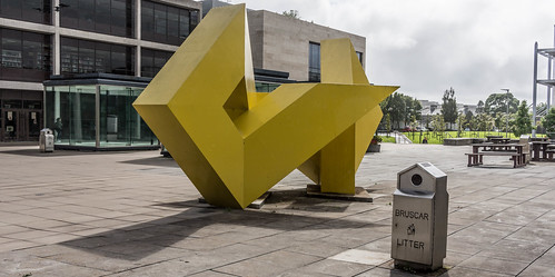 A VISIT TO GALWAY UNIVERSITY CAMPUS [GALWAY YELLOW BY BRIAN KING] REF-107220