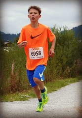 Winner 2 (Cavabienmerci) Tags: boy sports boys sport youth race children schweiz switzerland à child suisse running run runners pied runner engadin engadine läufer lauf 2015 graubünden grisons samedan coureur engadiner sommerlauf coureurs engiadina