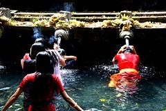 gunungkawi15 030f (dibattista) Tags: bali water indonesia spring holy ritual fonte sacro ablutions rituale gunungkawi