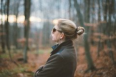 December lights (jonny_weissmueller) Tags: wien sunset forest outdoor wald youngwoman bun rayban dutt wienerwald femaleportrait blondhair nikkor50mm14 lookslikefilm peopleinnature vsco haarknoten nikond750