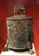 Etruscan cista with Myths of the God Mars (f_snarfel) Tags: bronze museumsinsel praeneste altesmuseumberlin palestrinaitaly cista godmars antikensammlungberlin staatlichemuseenberlin etruscancista etruskischecista
