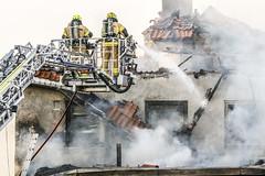 _V0A0653 (oslobrannogredning) Tags: bygningsbrann flammer fullfyr brann totalbrann røykdykker røykdykking røykdykkere arbeidpåtak arbeidihøyden stigebil lift høydemateriell