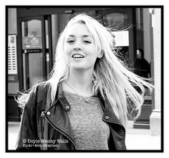 Cool Blonde, Cold Day, Oxford, England (Doyle Wesley Walls) Tags: 0341 woman girl female sweater jacket smile photograph feminine blonde rubia blondine ブロンド blondin בלונדינית blondýnka loira blond блондинка blondynka face cara faccia gezicht gesicht mädchen ragazza flicka fille ガール jente dziewczyna chica femenino kvinde féminin weiblich femminile kvinna žena mujer femme kobieta donna beautiful beau piękny bonita hermosa kaunis bonito lindo frumos mooi schön fallegur bello 美しい sexy séduisant seksowny seductor sexig sexet сексапильный σεξουαλικόσ seksikäs 1111 mouth happy exuberant longhair blackandwhite streetphotography doylewesleywalls