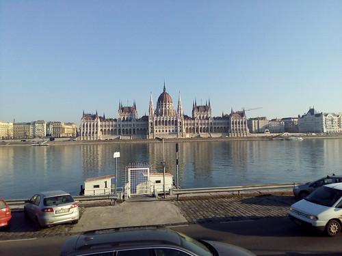 Parlamento, vista do outro lado do Rio Danúbio