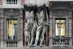 Per me la vita è peso (meghimeg) Tags: 2017 genova palazzo building telamone statue marmo marble colori colors riflesso reflection spiegel