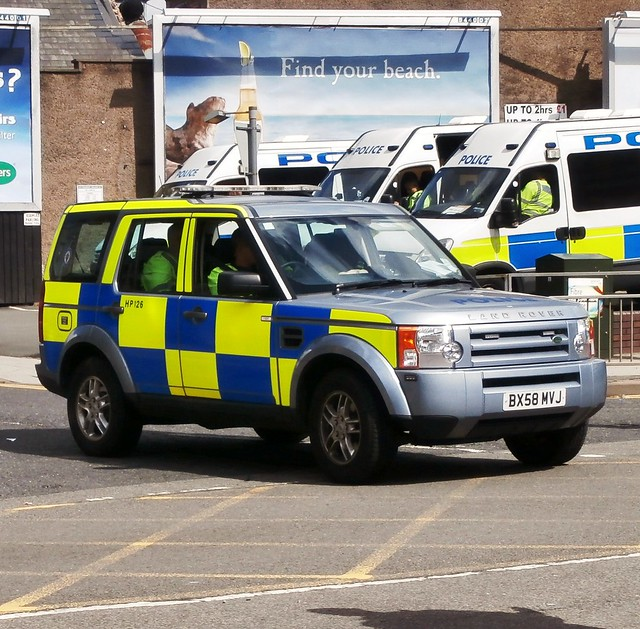cops police demonstration policecar landrover discovery westmidlands walsall copcar emergencyservices emergencyvehicle drivertraining edl drivertrainingunit