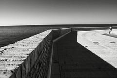 dietro la curva del tempo che vola (duegnazio) Tags: blackandwhite bw muro canon blackwhite strada mare streetphotography bn ciclista bici biancoenero abruzzo bicicletta termoli curva 2015 40d duegnazio