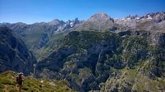 Trekking in Asturias (elosoenpersona) Tags: mountains ruta trekking trek de landscape scenery europa asturias paisaje trail ondon picos montañas trekker caminante cabrales majada camarmeña elosoenpersona