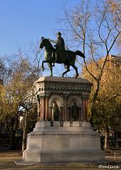 L'empereur Charlemagne à Liège, ville principautaire ! (Milucide !) Tags: statue charlemagne liège empereur socle