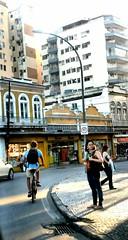vendo você passar (luyunes) Tags: gente rua calçada esquina bicicleta motomaxx luciayunes