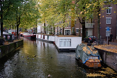 Amsterdam canal district in Autumn (Emiel Dekker) Tags: iridient fujifilm x100t amsterdam grachtengordel canaldistrict canal gracht netherlands nederland herfst autumn water houseboat woonboot boat ship boot
