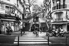 Montmartre Metropolitain (Paco Herrero) Tags: spreader paris montmartre bn bw