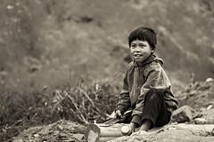 Le tailleur de rondins (liofoto) Tags: canon eos6d sigma70200 asie asia vietnam sapa làocai noiretblanc blackandwhite enfant children people ngc