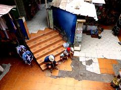 Pause au coeur du souk (Natvador) Tags: kids morocco maroc marrakech souk enfants familytime