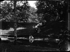 GIM-10_012f (dbagder) Tags: norway barn nor parker dammer vann kristiansand lek leker voksne mennesker vestagder kulturhistoriskefotografier