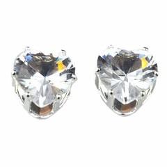 ต่างหูคริสตัล แฟชั่นเกาหลีรูปหัวใจ Silver Heart Crystal Earring นำเข้า สีขาว - พร้อมส่ง ราคา120บาท สำหรับเป็นต่างหูผู้หญิงรุ่นใหม่ ดีไซน์อินเทรนด์แบบต่างหูแป้นก้านเงิน 925 ขนาดน่ารักสวมใส่ได้ทุกวัย สวยสดใสด้วยต่างหูผู้หญิงแฟชั่นสำหรับใส่เล่นหรือเลือกต่างห