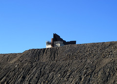 miners memorial4 (Parto Domani) Tags: new broken wales memorial mine minas south hill australia mina mines outback aussie miner miners miniere detriti miniera cumulo mullock memoriale minatori minatore minerali