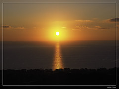 (andreachiesa75) Tags: alassio liguria italia italy alba sole sun moglio mare sea sunrise sky cielo senza filtri no filter olympus em10mark2 skyline