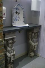 Lavabobeau (mistigree) Tags: béziers lavabo statue faïence barbe