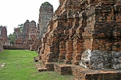 Ayutthaya - Wat Mahathat (zorro1945) Tags: watmahathat ayutthaya thailand asia asie temple wat bricks architecture ruins ruinedtemple buddhism buddha buddhisttemple history 1374