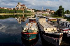 Le port d'Auxerre (jjcordier) Tags: auxerre yonne bourgogne port péniche quai cathédrale abbaye reflet sérénité calme