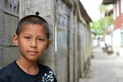 a boy and his street (the foreign photographer - ฝรั่งถ่) Tags: boy street alleyway khlong thanon portraits bangkhen bangkok thailand nikon d3200
