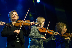 Annbjørg Lien, Liz Carroll, Liz Knowles (The String Sisters) – Sensational Sisters – 10/9/15 (photo: Corey Katz)