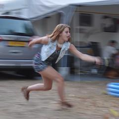 In actie (Ilona67) Tags: camping sport badminton vrouw dochter itali bewogen nayma