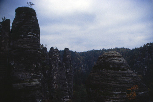 "Elbsandsteingebirge (042) Wehltürmen • <a style=""font-size:0.8em;"" href=""http://www.flickr.com/photos/69570948@N04/21573488288/"" target=""_blank"">View on Flickr</a>"