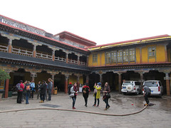 "Jokhang Temple <a style=""margin-left:10px; font-size:0.8em;"" href=""http://www.flickr.com/photos/127723101@N04/21669036913/"" target=""_blank"">@flickr</a>"