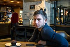 Hensch (thombe77) Tags: portrait people amsterdam canon eos cafe menschen starbucks 7d muffin kuchen