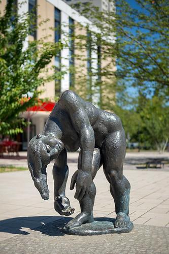 Skulptur auf dem Viktor-Klemperer-Platz Foto: Ole Bader