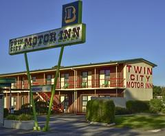 Twin City Motor Inn [Explored] (phunnyfotos) Tags: red green sign nikon budget balcony motel australia victoria d750 vic accommodation motorinn wodonga northeastvictoria phunnyfotos nikond750