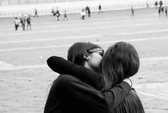 L'amour (rossolev) Tags: napoli amore grillifanpena abbraccio italia italy italie italiani italien nazigrilli biancoenero monocromo persone allaperto bacio kiss grillieleghististessafacciastessarazza