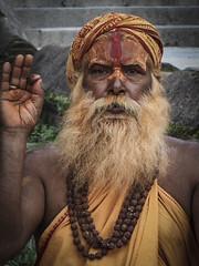 Holy Hindu sadhu man in Temple de Pashupatinath, Katmandú, Nepal (nuriapase) Tags: nepal nepalvallkathmandu nepalvallkathmandupashupatinath pashupatinath hindú travel viatge viajes pelegrino holi sagrat sagrado retrat portrait retrato pilgrim