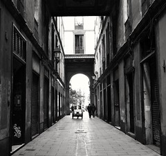 Paseo y paseo por esta ciudad y cada dia estoy  mas Enamorado de ella ....... Barcelona t`estimo . (Alex Nebot) Tags: barcelona bcn barcelone catalunya monocromatico street city citta ciutat ciudad urban nikon d7200 tamron 18200 nikonista streetphoto gotic barri barrio