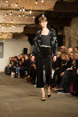 Stella Tennant walking for the Oxfam #fashionfightingpoverty Gala Show