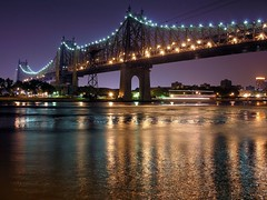separating lights & darks (nj dodge) Tags: nyc longexposure bridge topf25 night 500v20f manhattan listeningto bridges lg queens eastriver queensborobridge rooseveltisland 59thstreetbridge linusgelber queenswest longislandcitylights whosserioussymphonicmusicofthewho