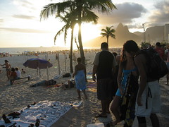 ipanema kiss (kexi) Tags: ocean sunset brazil beach rio umbrella palms evening sand kiss kitsch romance palm lovers ipanema instantfave