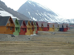 Longyearbyen, Svalbard, Arctic  DSCF1170 (Steve from London) Tags: houses red snow green monochrome yellow capital north pole svalbard arctic longyearbyen gnnenyisithebestofday