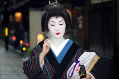 Eyes Wide Closed: Gion (mboogiedown) Tags: world travel red woman white beauty japan work neck asian japanese interestingness eyes kyoto asia traditional culture lips maiko geiko willow geisha commute    kimono gion tradition kansai cultural   katsura  ochaya    yokoso  mapjapan     ichiriki ichirikiya interestingness135 i500     yokosojapan  gtaggroup goddaym1    72406 flowerandwilliowworld thedailycommute discoverkyoto