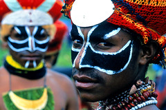 Papua New Guinea (Eric Lafforgue) Tags: pictures people photo highlands pacific picture tribal papou  tribe papuanewguinea ethnic tribo indigenous singsing papu ethnology tribu oceania   niugini papuaneuguinea lafforgue papuanuovaguinea  guin papuan papouasie papouasienouvelleguine mthagen mounthagen mounthagenshow melanesian papoeanieuwguinea papanuevaguine papuanyaguinea    papanuevaguinea   paapuauusguinea papuanovaguin papuanovguinea   papuanowagwinea papuanyguinea    papusianova bienvenuedansmatribu