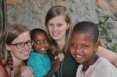 Zusjes Anke en Tine met Rukaya en Christina