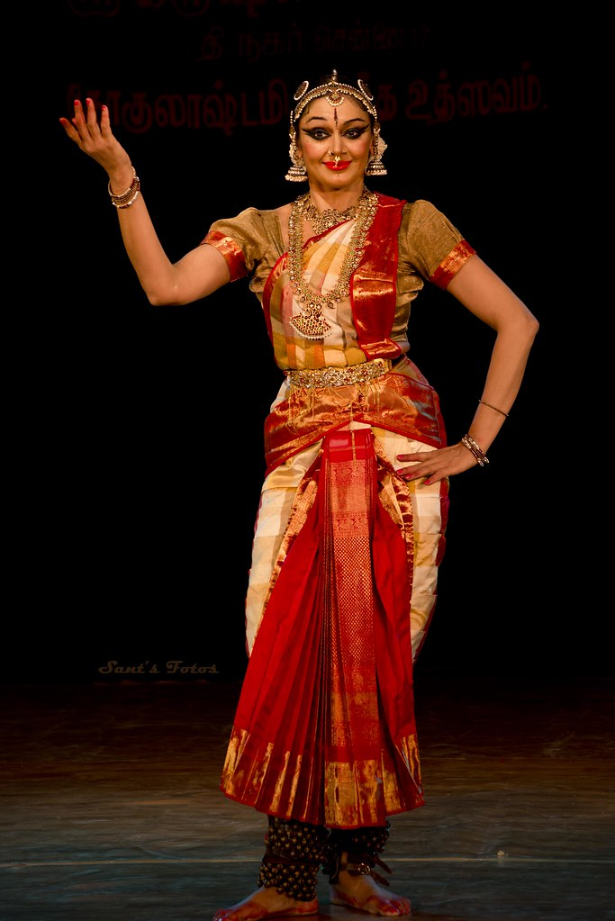 Shobana bharatanatyam costume
